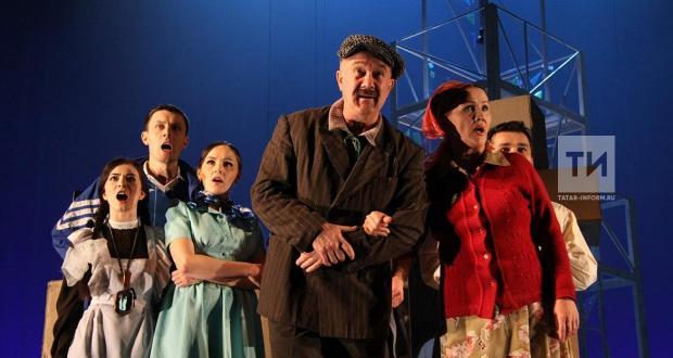 "Камал театры ике көн рәттән Петербургта ""Әтәч менгән читәнгә"" спектаклен куячак"