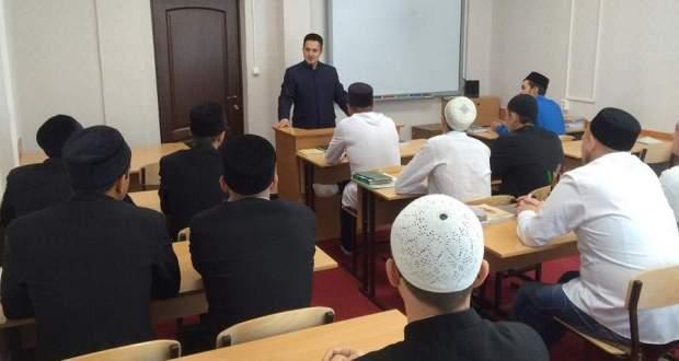 В медресе Татарстана проходят открытые уроки «Экстремизму – нет!»