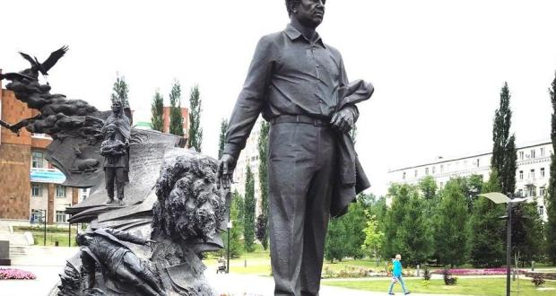 Today the 100th anniversary of the birth of the outstanding poet Mustai Karim is celebrated in Bashkortostan