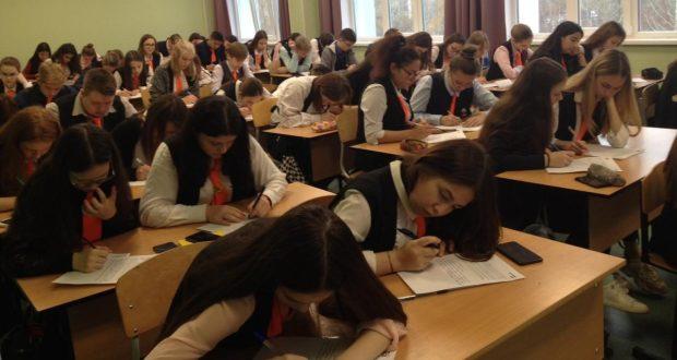Казанның Халыкара сервис көллиятендә «Татарча диктант»ны 146 кеше язган