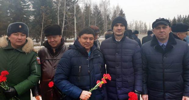 В Омске возложением цветов отметили День Неизвестного Солдата