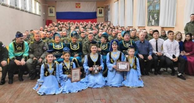Омски татарлары Татарстаннан хезмәт итәргә килгән солдатларны каршы алды