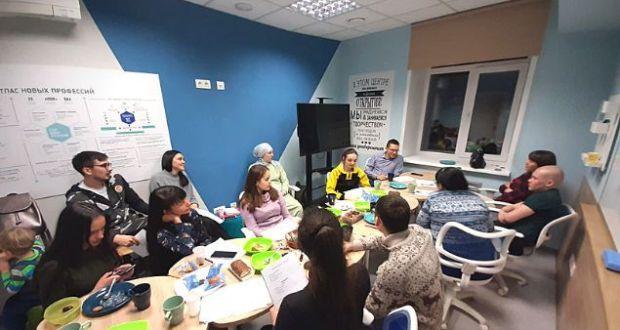 В Екатеринбурге запустили курсы разговорного татарского языка. На первое занятие пришли 18 человек