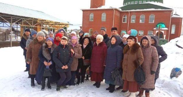 Для учащихся духовно-просветительских курсов провели экскурсию по мечетям Екатеринбурга и ближайших городов