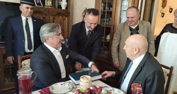 Василь Шайхразиев в Калининграде встретился с ветераном Великой Отечественной войны Хакимом Биктеевым