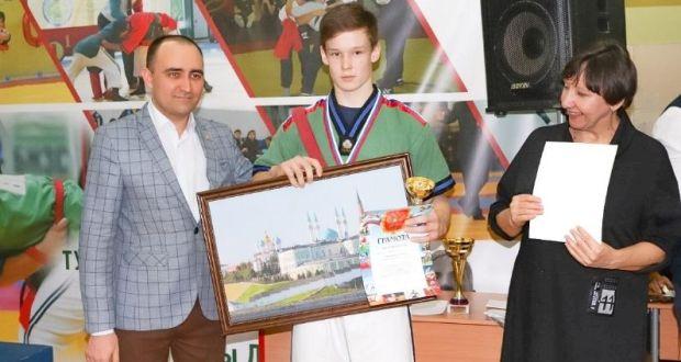 В школе имени Джалиля прошел Межрегиональный турнир по борьбе на поясах
