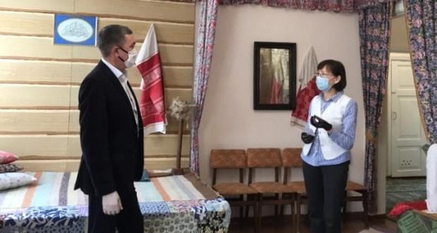 В Казани прошла встреча Рената Валиуллина с руководителем музея-квартиры Мусы Джалиля Назирой Фаттаховой
