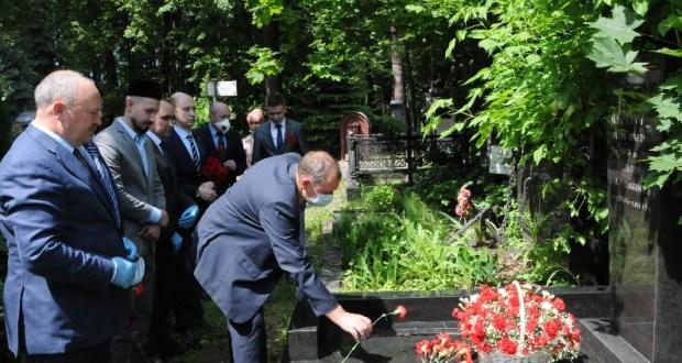В Москве почтили память первого секретаря Татарского обкома КПСС Зиннята Муратова