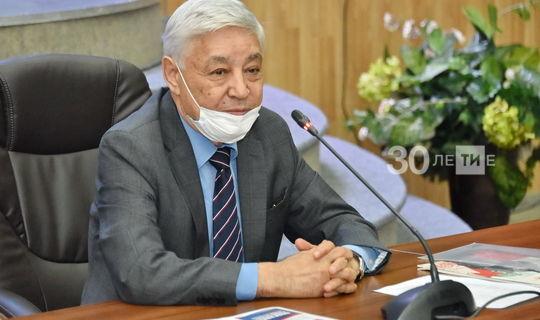 В честь 100-летия ТАССР Фарид Мухаметшин вручил памятные знаки национальным автономиям