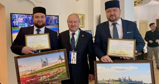 Ravil Akhmetshin presented letters of thanks to Ramil and Rinat Faskhudinov