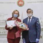 Васил Шәйхразыев «ТАССРның 100 еллыгы» логотибын куллану өчен сертификатлар тапшырды