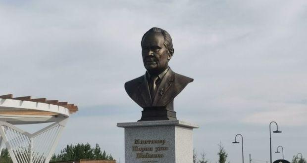 Минтимер Шәймиевка туган авылында бюст куелды