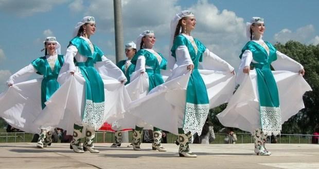 На набережной озера Кабан пройдет мастер-класс по татарскому народному танцу