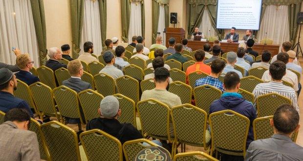 «Лекторий»ның яңа сезоны ачылды: беренче лекция ислам финансларына багышланды