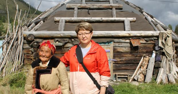Алтайның төрки халыклары турында өйрәнүче галимә