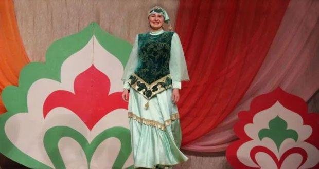 На сцене – татарские красавицы