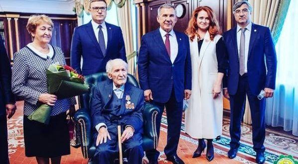 Татарскому поэту, живущему в Челябинске, Ахмету Махмутовичу Рафикову исполнилось 104 года