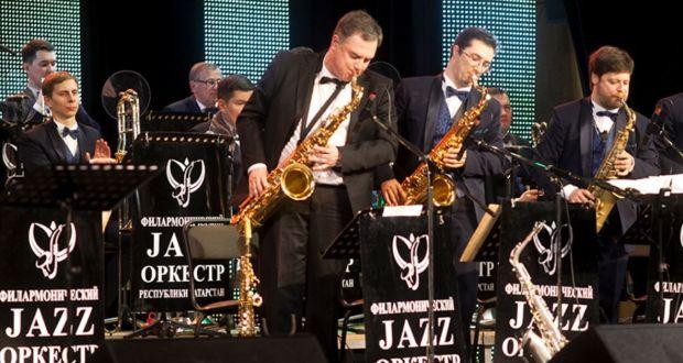 Татарстан Республикасы Филармония джаз оркестры татар халык җырлары кергән аудио альбом яза