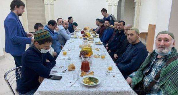 Представители Автономии татар Москвы посетили Казанскую мечеть «Бишбалта»