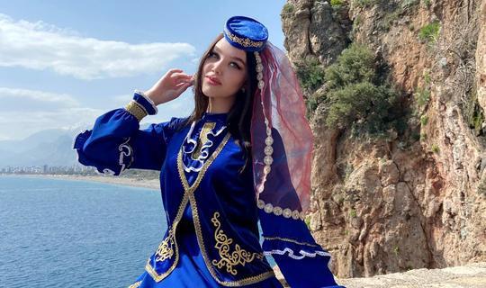 Төркиянең «Татар кызы — 2021» бәйгесендә 19 яшьлек Аделина Гайнетдинова җиңгән