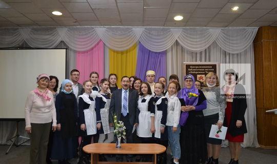 «Көмеш кыңгырау» редакциясе 25 еллык юбилеенда Шәүкәт Галиев премиясен тапшырды