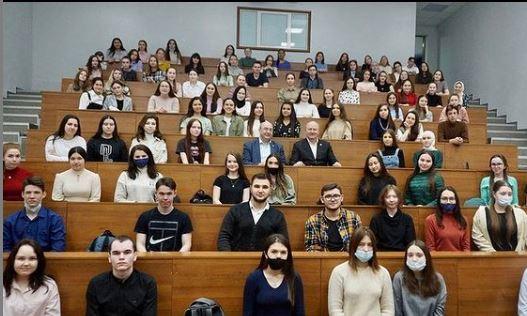 Равиль Ахметшин встретился со студентами первого курса Высшей школы национальной культуры и образования имени Г.Тукая.