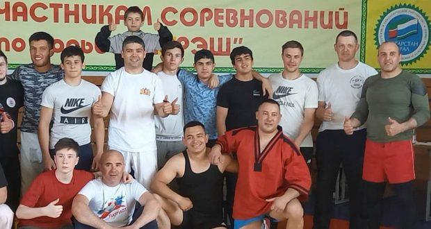 В Свердловской области прошел ежегодный турнир по борьбе «Корэш», посвященный памяти Героя Советского Союза Назипа Хазипова