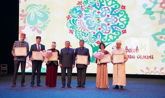 Rustam Minnikhanov awarded the winners of genealogy festival