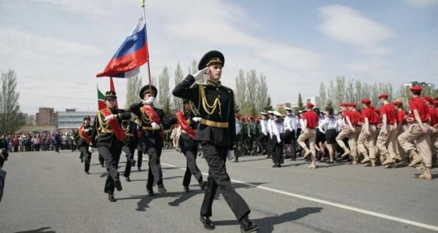 A festive parade of junior schoolchildren was held in the Kazan Victory Park