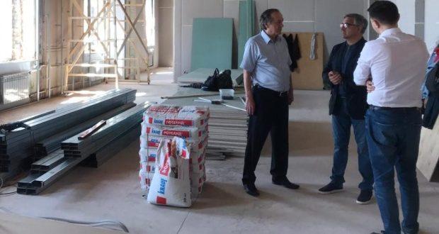 Василь Шайхразиев ознакомился с ходом ремонтных работ в Татарском культурном центре в Санкт-Петербурге