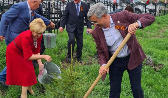 Vasil Shaikhraziev took part in planting trees in the park named after Galyanur Bukharaev
