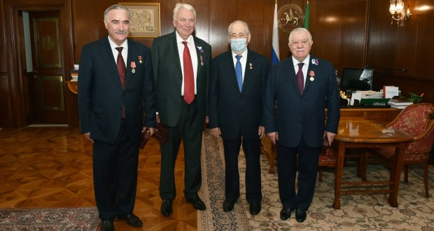 """Mintimer Shaimiev presented the medals """"100 years of the formation of the TASSR"""""""