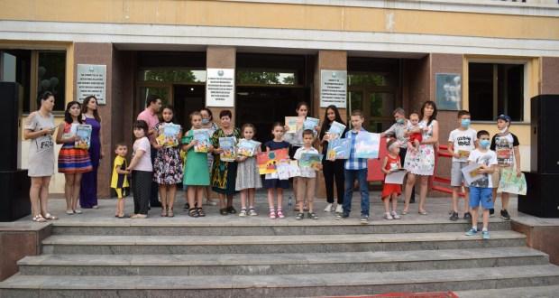 В Ташкенте состоялся конкурс детского рисунка «Мир глазами детей»