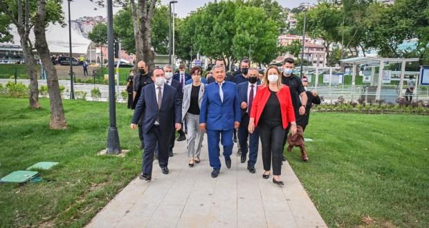 Президент Татарстана посетил в Стамбуле обновленный сквер им. Габдуллы Тукая