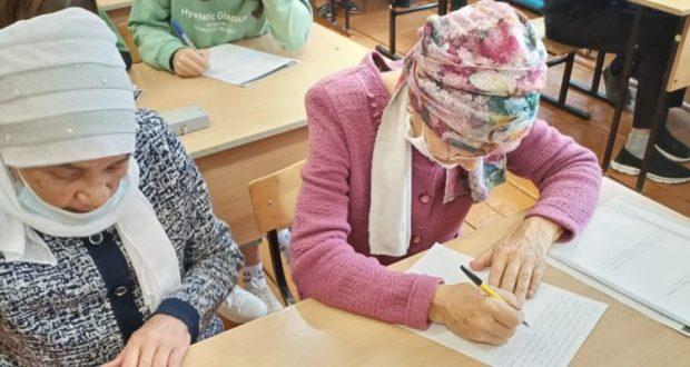 Алексеевский районында яшәүче милләттәшләр татарча диктант язды