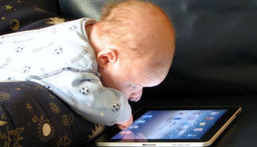 Tablet dla niemowlaka. Dlaczego demonizujemy nowoczesne technologie?