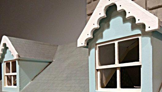 Drewniany domek dla lalek po renowacji Taty | Opowieść o ambicjach, zwątpieniu, łzach i radości