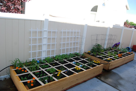 how to make a square foot garden