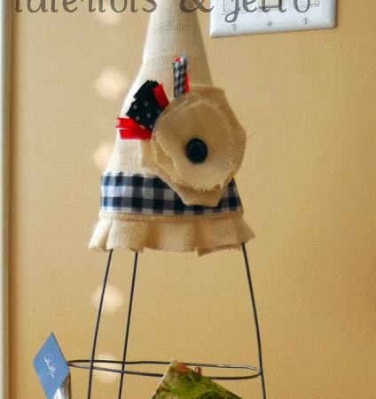 More Burlap Projects: make a Holiday Card Holder using a tomato cage?