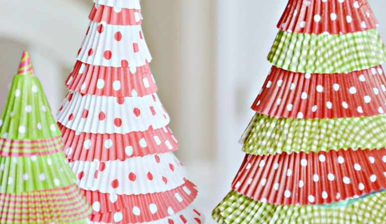 Make Cupcake Liner Christmas Trees {Holiday Tutorial}!!
