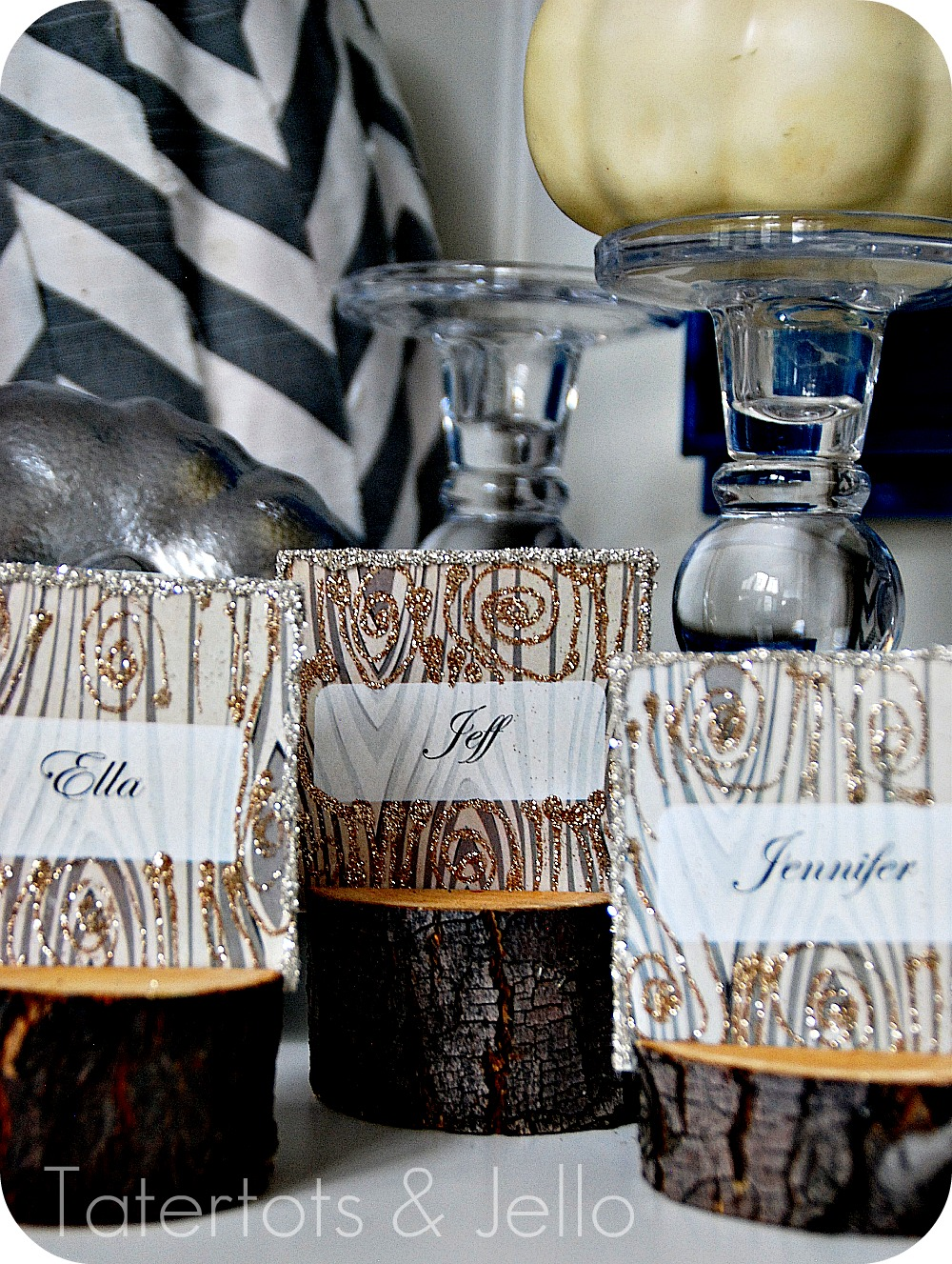 DIY Rustic Branch Holiday Place Cards and Faux Wood Printable ...