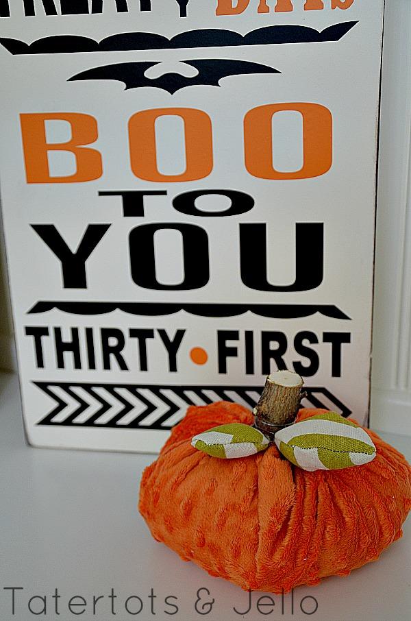 polka dot pumpkins and Halloween sign