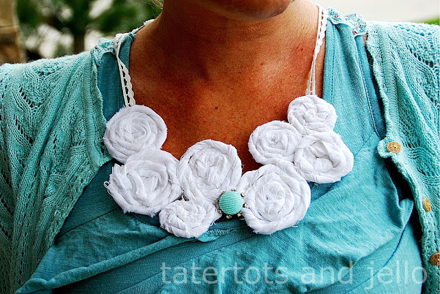 beachy rosette necklace