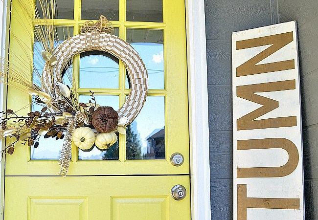 Make an Easy Autumn Pumpkin Wreath!