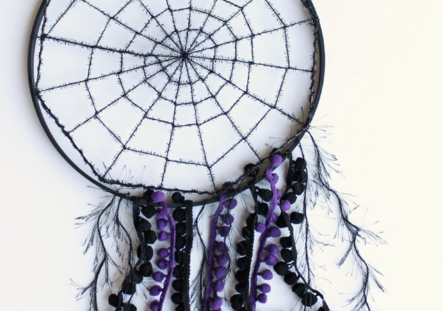 DIY Spiderweb Dreamcatcher
