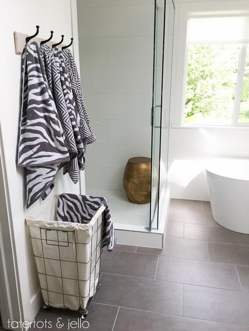 bhg.bathroom.2015.tatertotsandjello-10