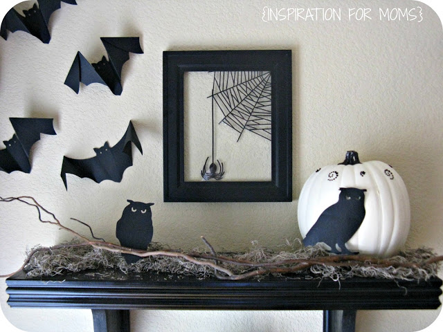 Black and White Shelf Display #halloween #halloweendecor #blackandwhitehalloween