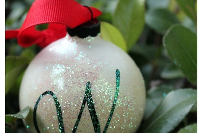 Happy Holidays: DIY Monogrammed Ornament