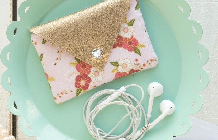 Happy Holidays: Earbuds Case Sewing Pattern