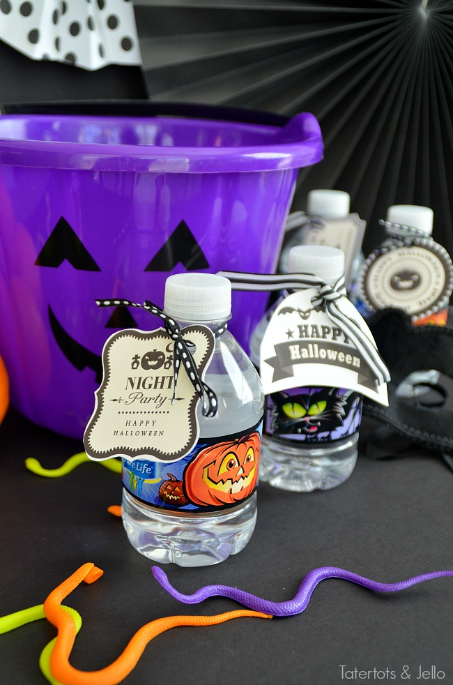 Hydrate those little trick or treaters this year with water. Print off these free printable tags and hand them out this year!